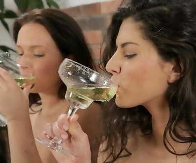 Piss Drinking - Gorgeous Girls Guzzle down Golden Piss