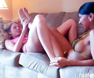 Bella and Jasmine lesbians feet