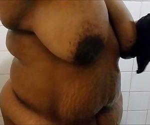 SEXXY BBW SHOWS OFF HER BODYHD+