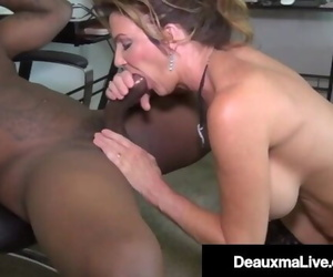 Cougar Deauxma Gets StrapOn Fucks till she Squirts!