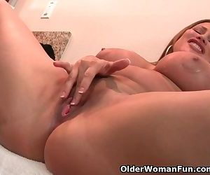 Curvy milf Sheila from the US is..