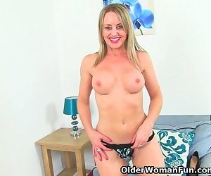 British milf Sofia works her..