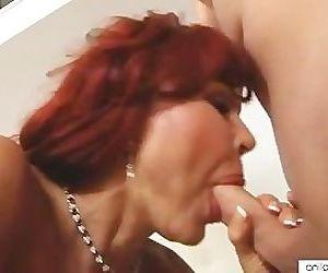 Bigtit cougar Vanessa Bella..