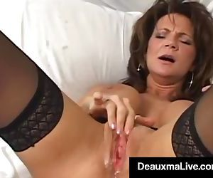 Texas Cougar Deauxma Squirts Her..