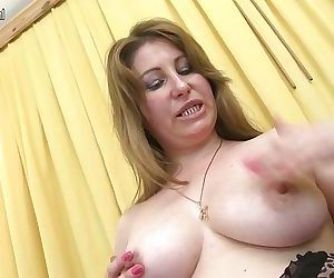 Horny MILF playing with her wet..