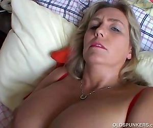 Cute chubby mature amateur - 5 min