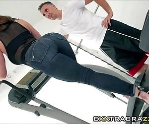 Perver Personal Trainer fucked to..