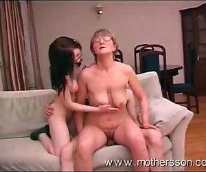 Mãe,filha e filho..