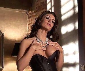 Vanessa Wade sexy milf stripping..