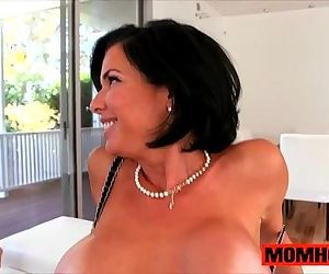 Squirting milf mom Veronica Avluv..