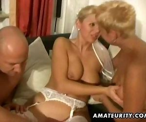 Amateur homemade threesome with..