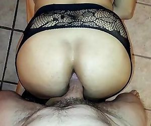 Fucking the big ass of a milf..