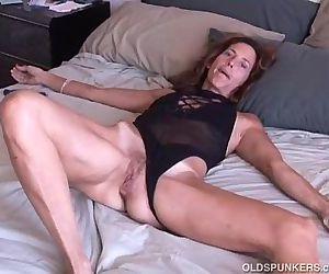 Mature amateur loves it anal - 5..