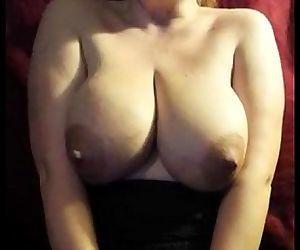 26yr old Mom milking her big..