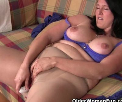Curvy mom in pantyhose fucks a..