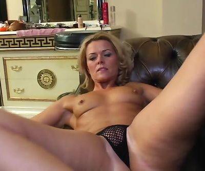 Kinky Milf Plays..