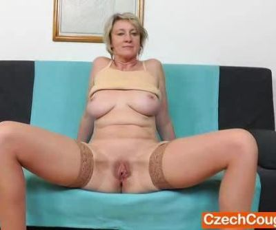 Blonde amateur-mom solo in..