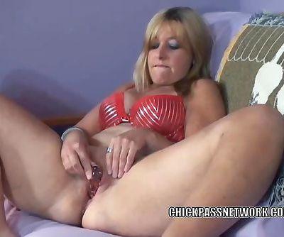 Mature slut Liisa is stuffing her..