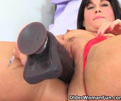 British milf Lelani loves her big..