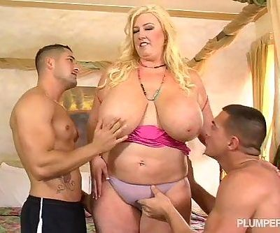 Curvy Southern MILF Zoey Andrews..
