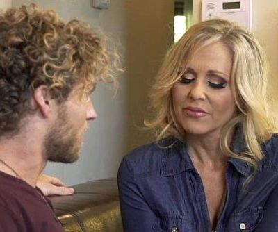 Mature MILF mom Julia Ann fucks a..
