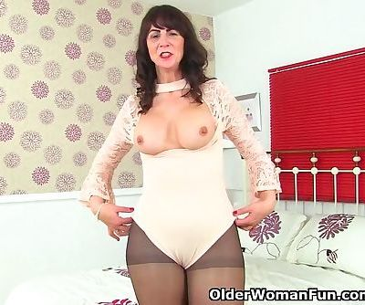 Scottish milf Toni Lace lets you..