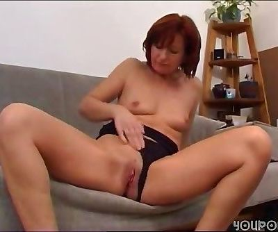 attractive milf lets you see her..