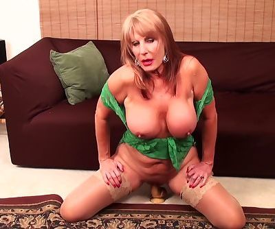 Rae Hart mature video & huge..