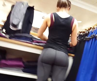2 Hot lululemon workers in tight..