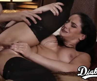 Gorgeous stepmom gets her juicy..