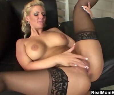 REALMOMEXPOSED Slutty MILF..