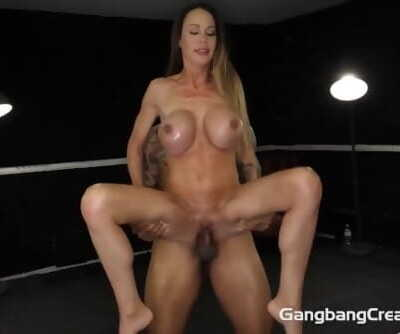 Skinny Milf fucks and eats the..
