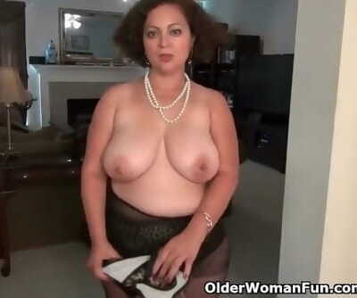American MILF Marie Black will..