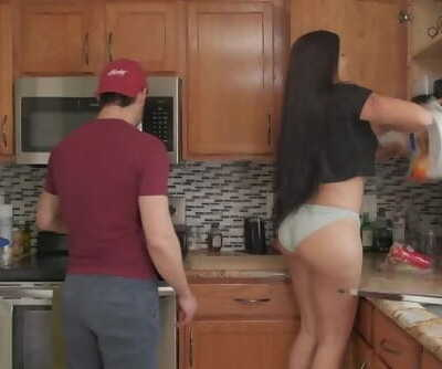 FUCKING AND COOKING! Thick Latina..