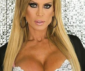 Jaw-dropping blonde MILF Amber Lynn with a perfect body- born to be fucked