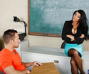 Mature mom Romi Rain blowjobs hard guy in a secluded classroom