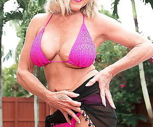 Blonde granny lady in sexy bikini ready for cock - part 2564