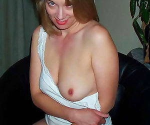 Picture set of a naked milf on a cool vacation - part 2540
