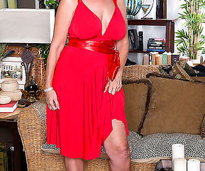 The busty super milf laura layne - part 2413