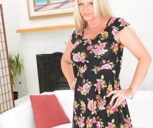 Curvy mature MILF Maya Divine flaunts her hit big ass & firm huge breasts