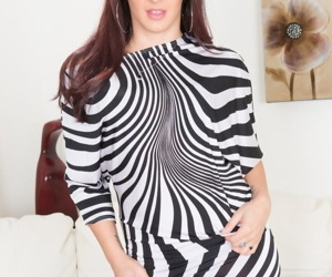 Redhead MILF with outstanding big ass Sheena Ryder teases in stockings