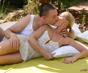 Blonde MILF lady Margery rims her lovers ass and gets fucked outdoors