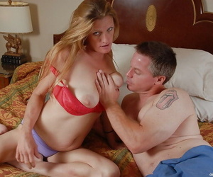 Mature cutie with big tits TJ dose blowjob and enjoys fresh cumshot