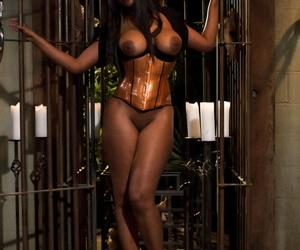 Black female Nyomi Banxxx uses her male sub to get off with before jacking him
