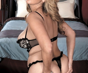 Plump older woman Sophia Jewel bangs her younger lover in black lingerie