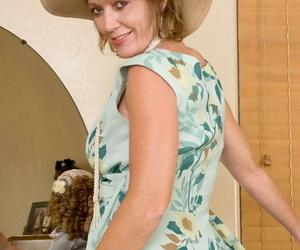 Mature woman Samantha Stone wears a sun hat and nylons while masturbating