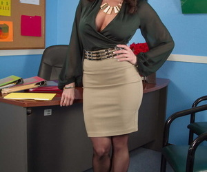 Superb MILF secretary Kendra Lust unveils her huge melons & round ass at work