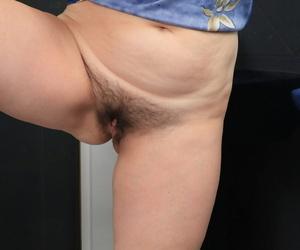 Chubby mature lady Yulya masturbates while taking a bath