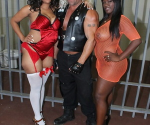 Bubble butted ebonies Sierra and Stacy seducing kinky blond guy in prison