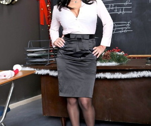 Fantastic teacher Sienna West reveals her fabulous tits and ass at school